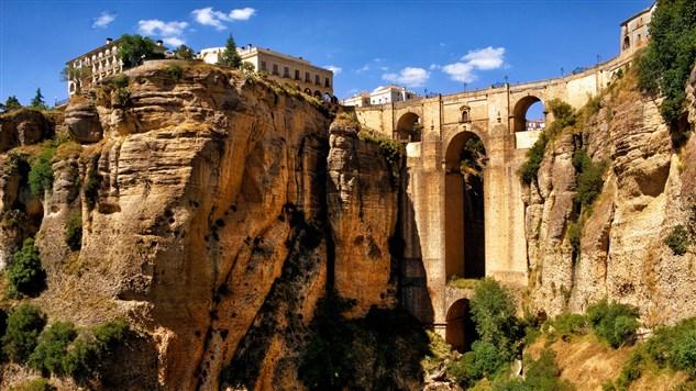 ronda_andalucia_spain_aqueduct_mountain_bridge_arch_canyon_99458_1920x1080 (633 x 356).jpg